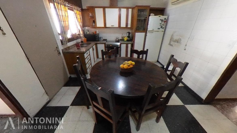 Casa en Venta de 3 Dormitorios en B° Ayacucho
